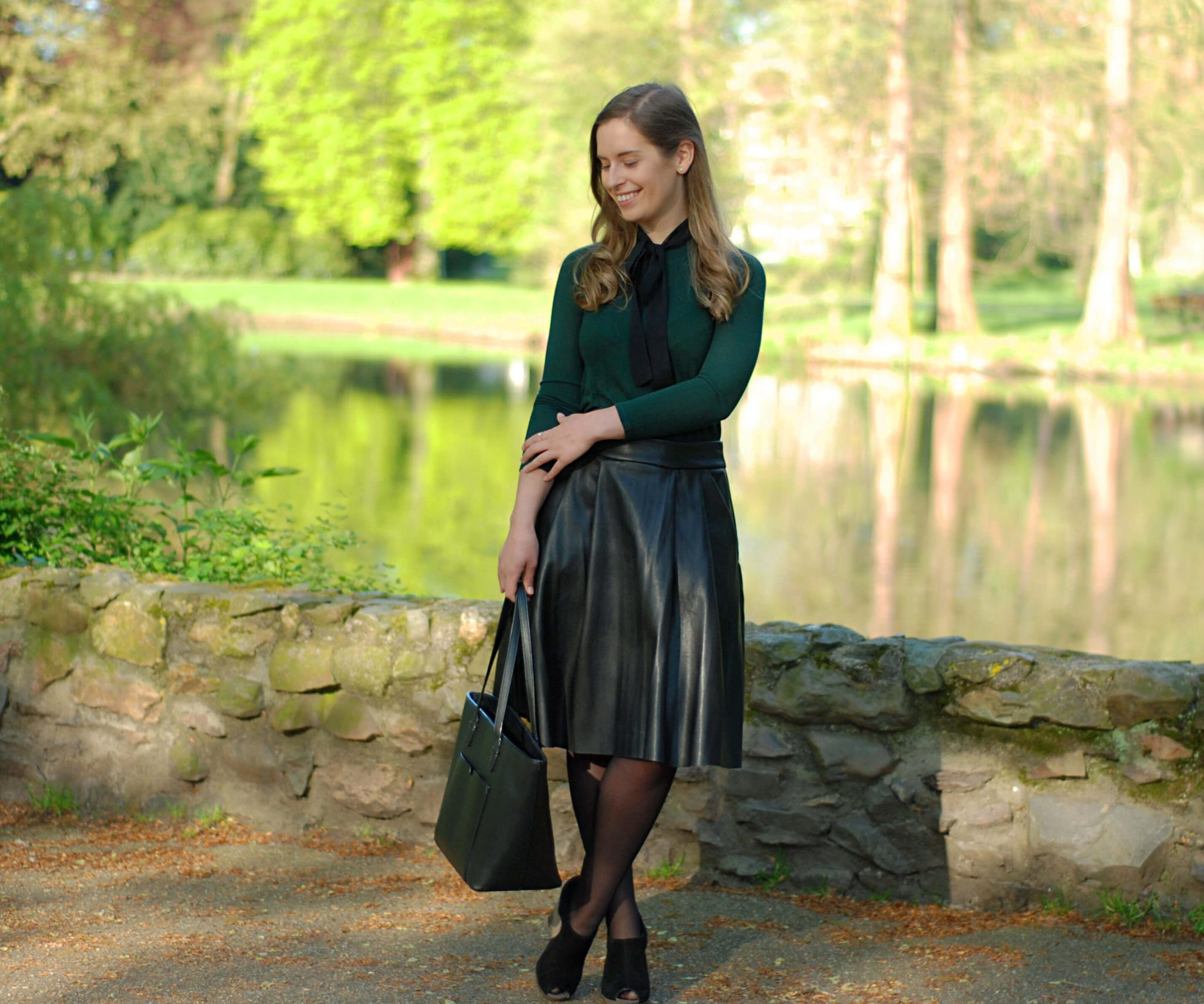 pleated-skirt-outfit