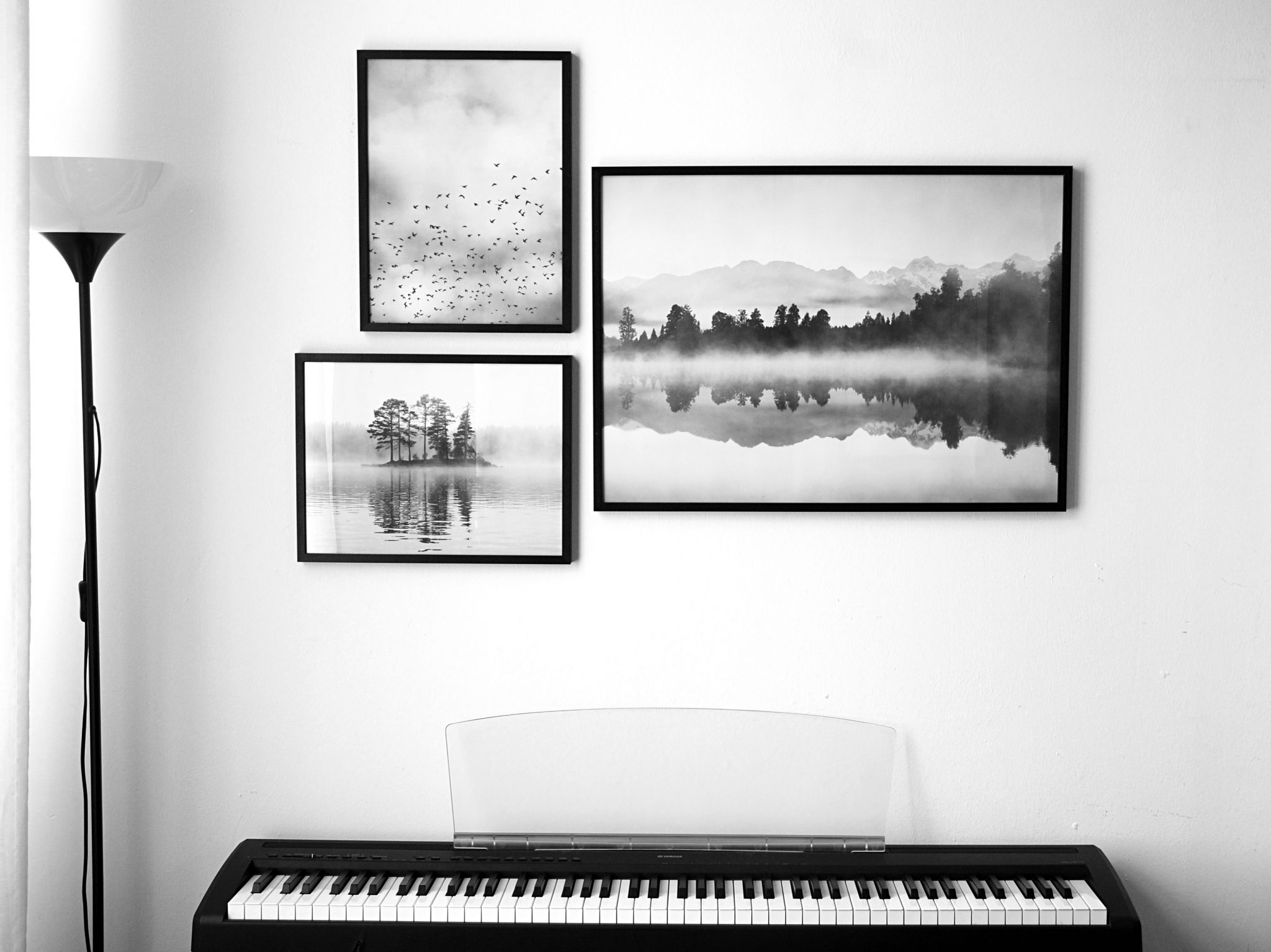 interior design trends decorating with posters the petite cat. Black Bedroom Furniture Sets. Home Design Ideas