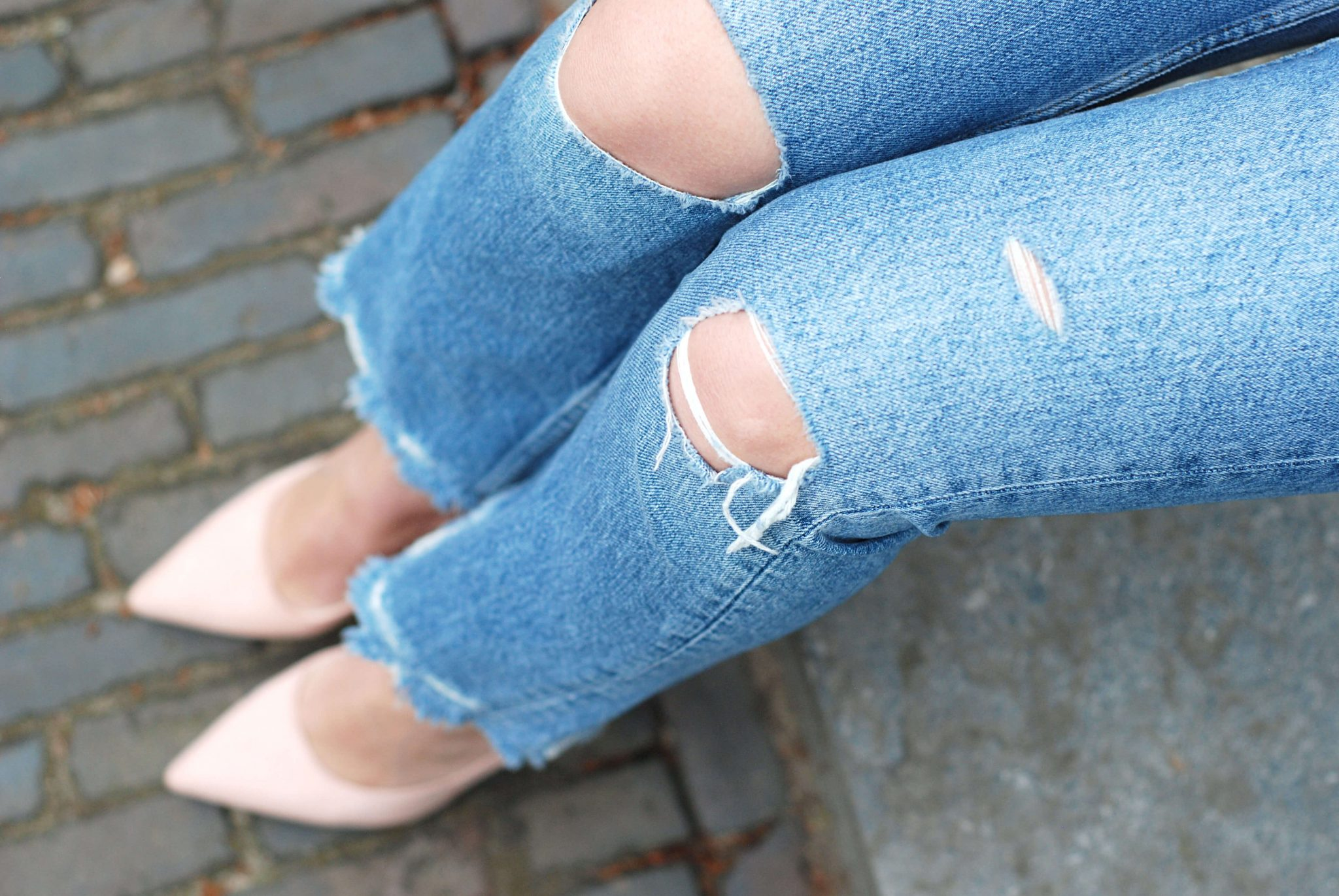 heels-and-ripped-jeans