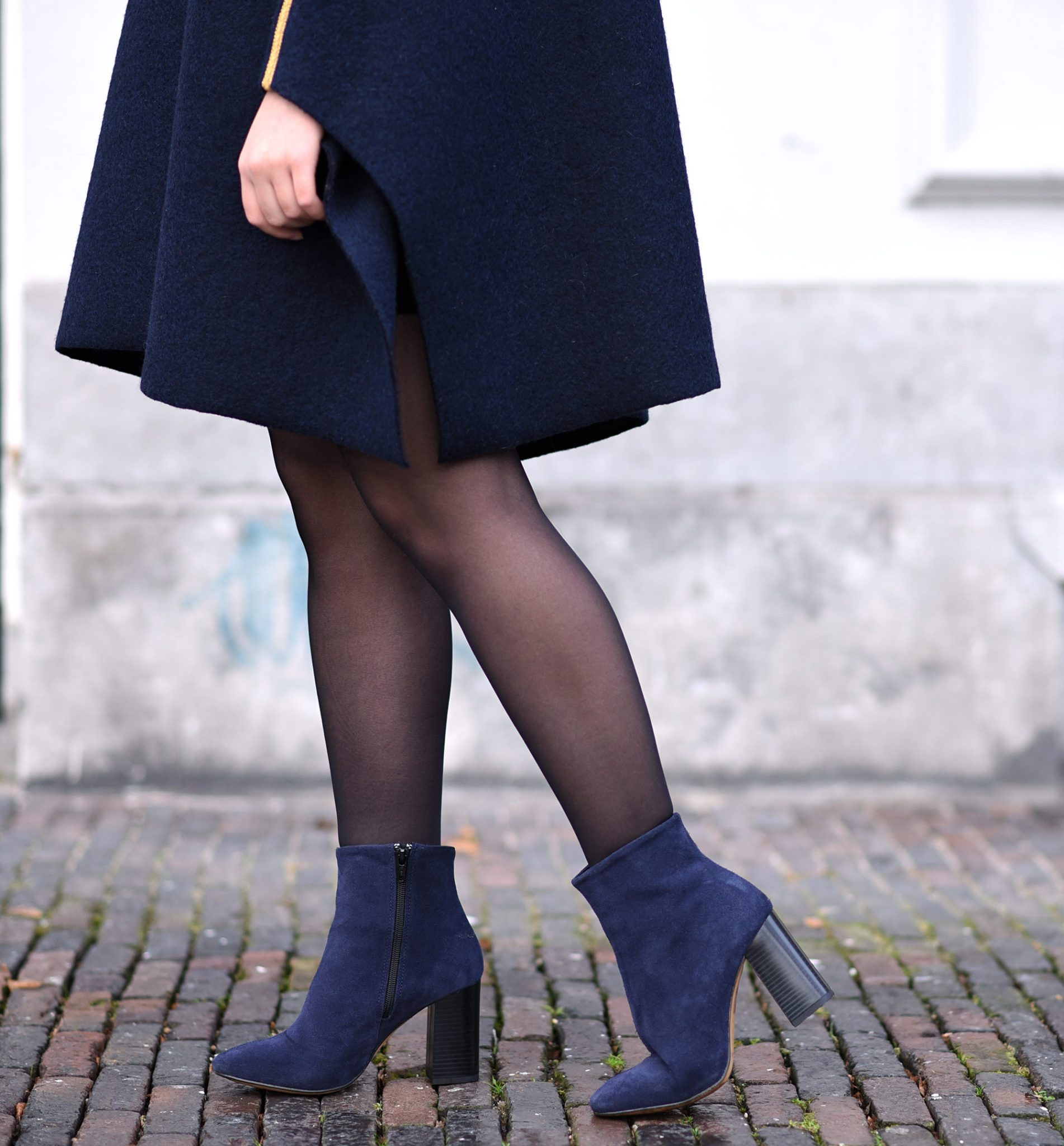 blue-cape-boots-outfit-thepetitecat