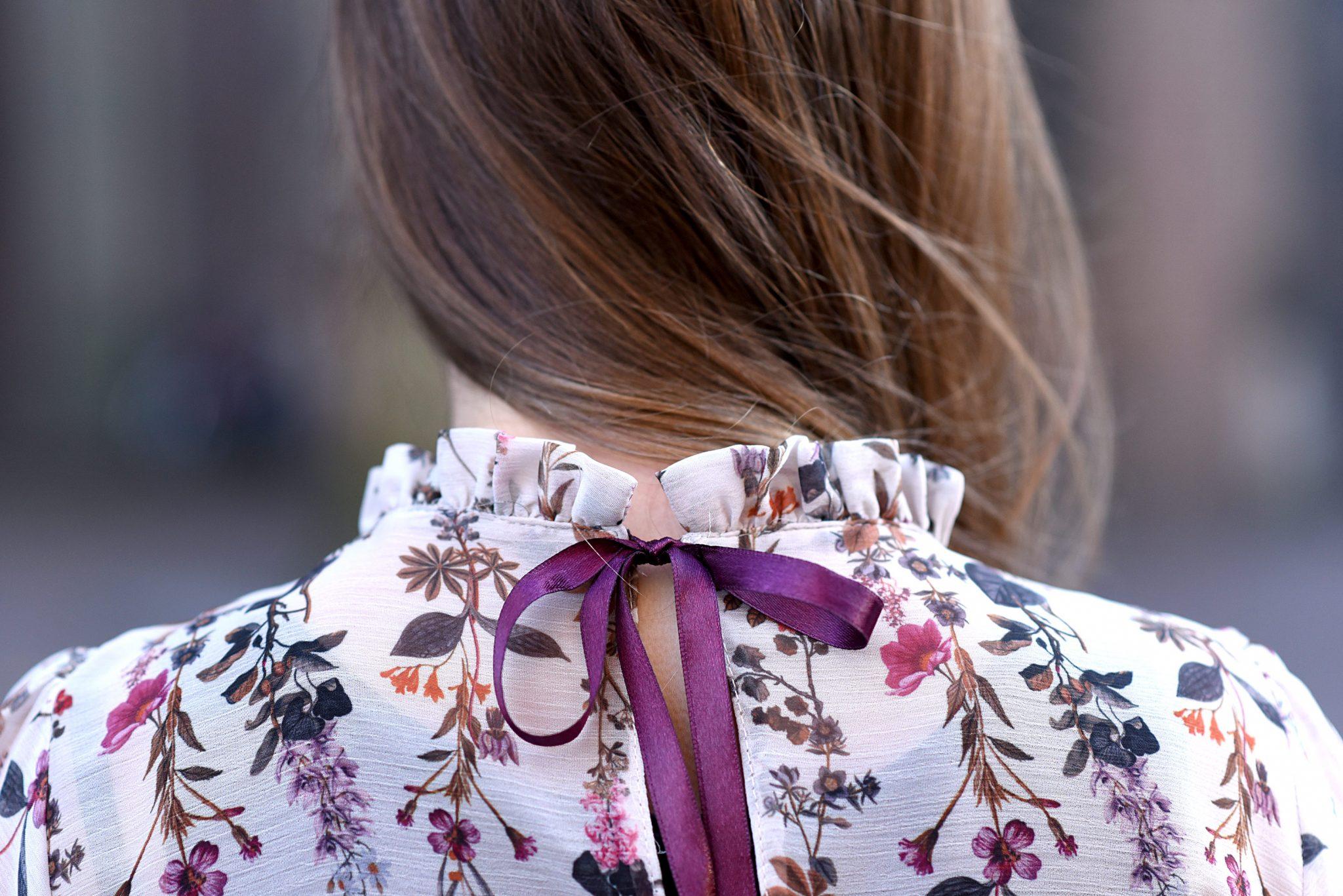 back-details-blouse-thepetitecat