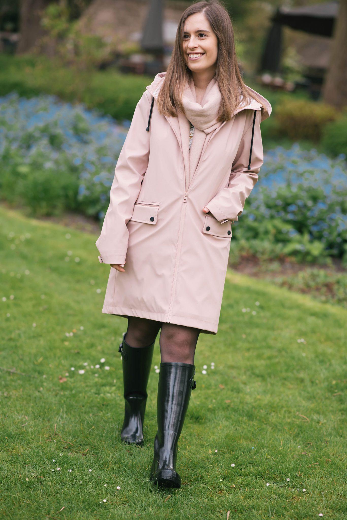 a-pink-raincoat-thepetitecat-stylish-raincoat-spring