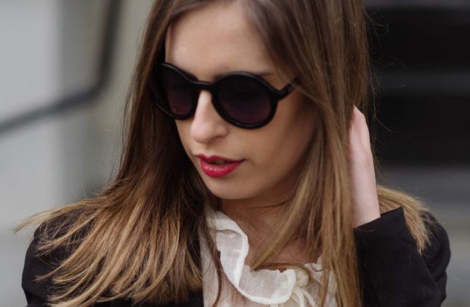classics-suit-red-lipstick-thepetitecat-sl