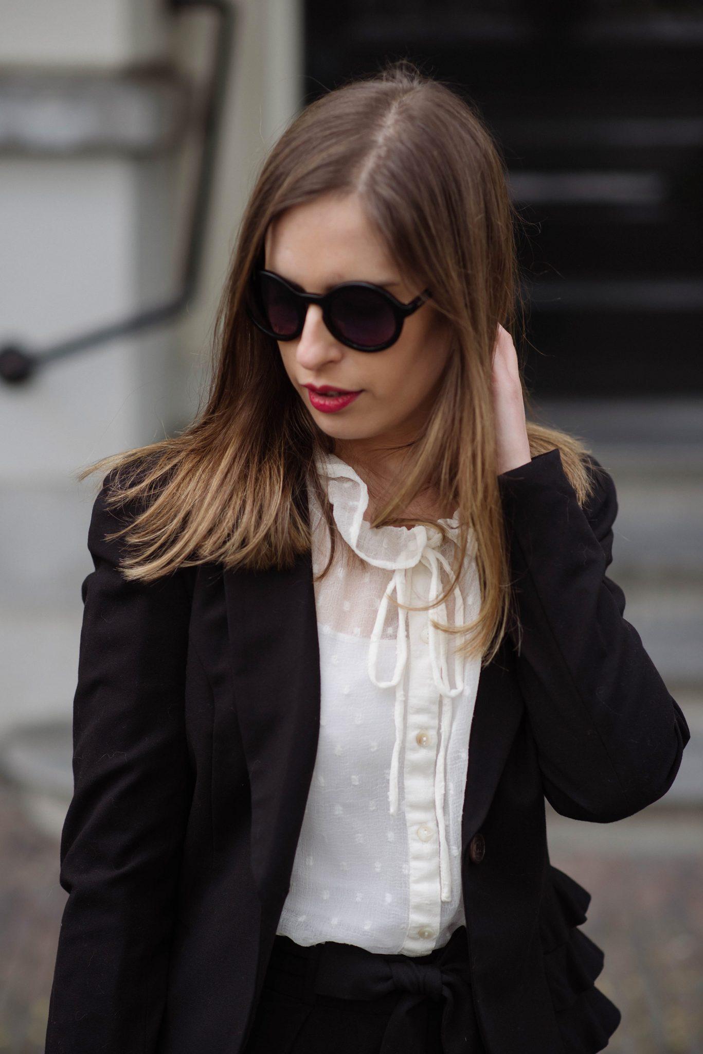 classics-suit-red-lipstick-thepetitecat