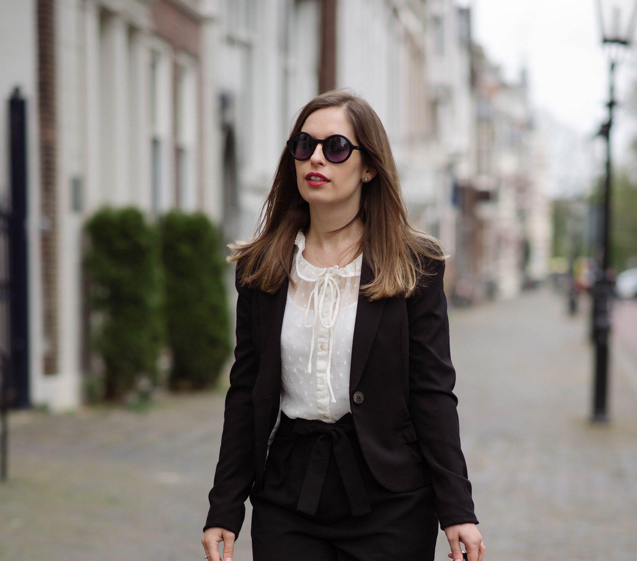 classics-suit-white-blouse-thepetitecat