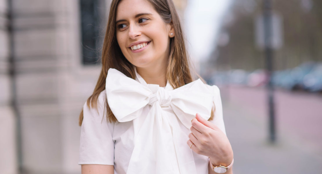 put-a-bow-on-it-thepetitecat-bow-blouse