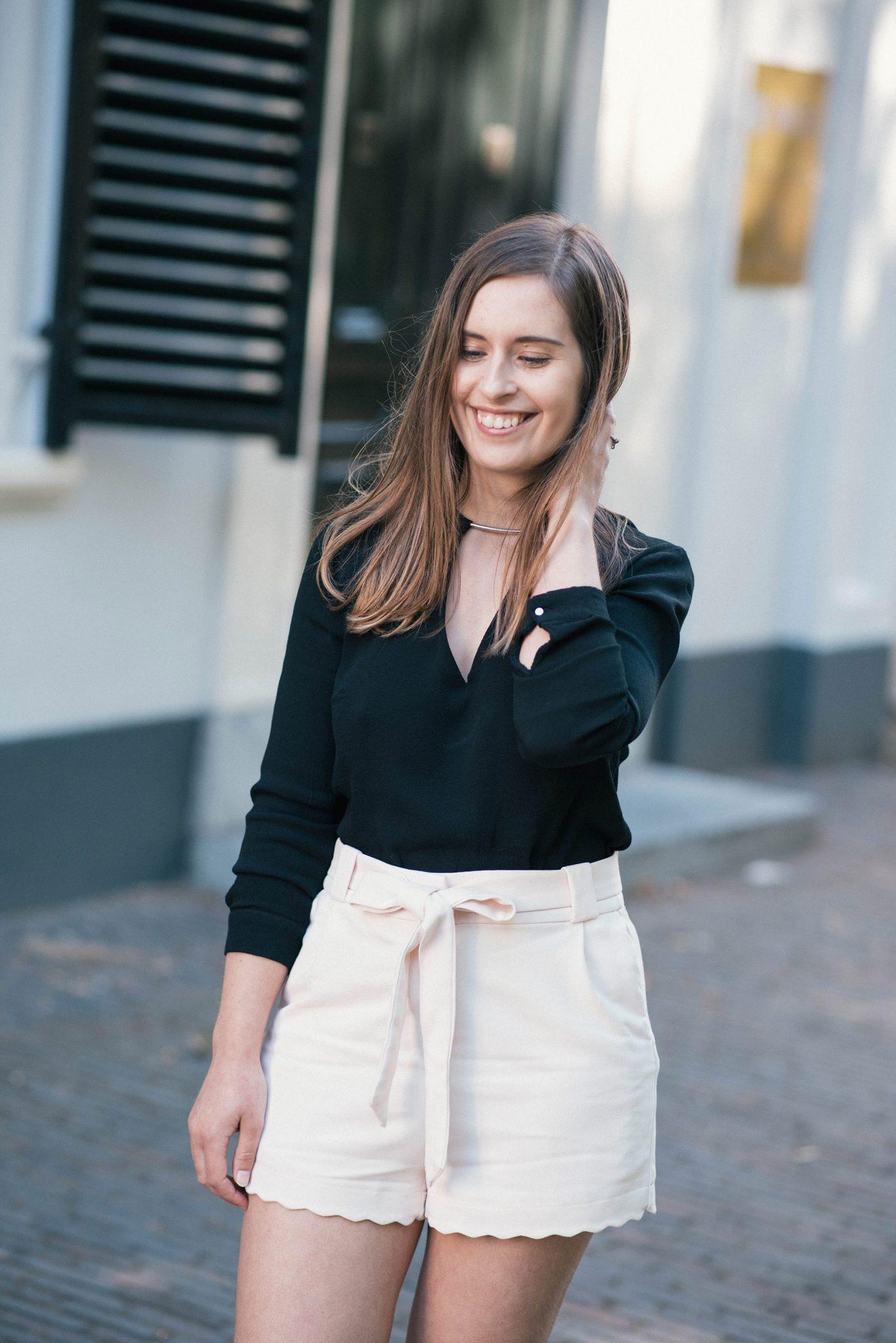 how-to-wear-Scalloped-Hem-Shorts-thepetitecat