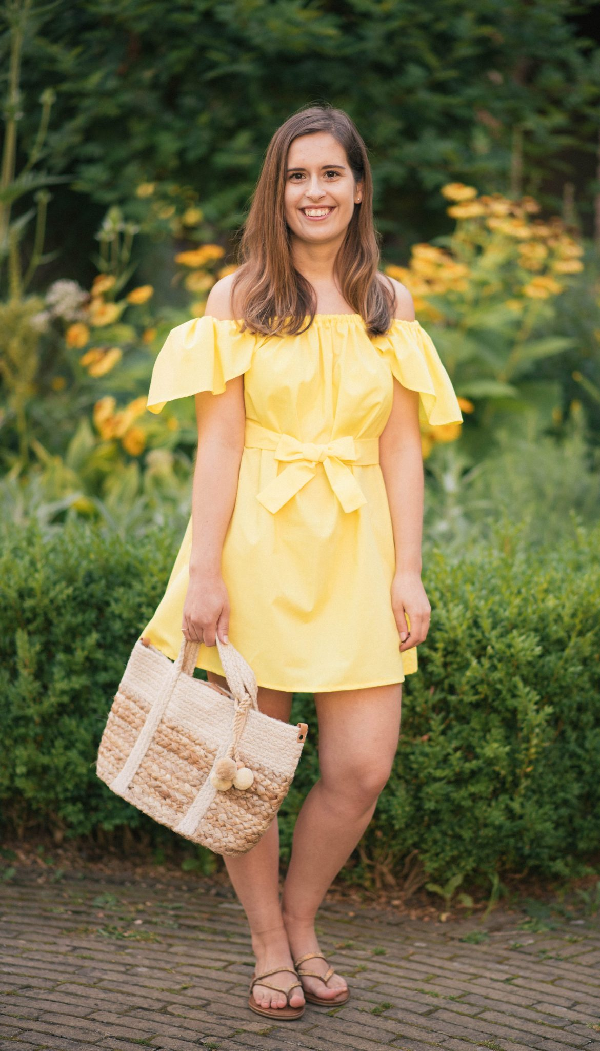 yellow-sundress-what-I-made-thepetitecat-diy-dress