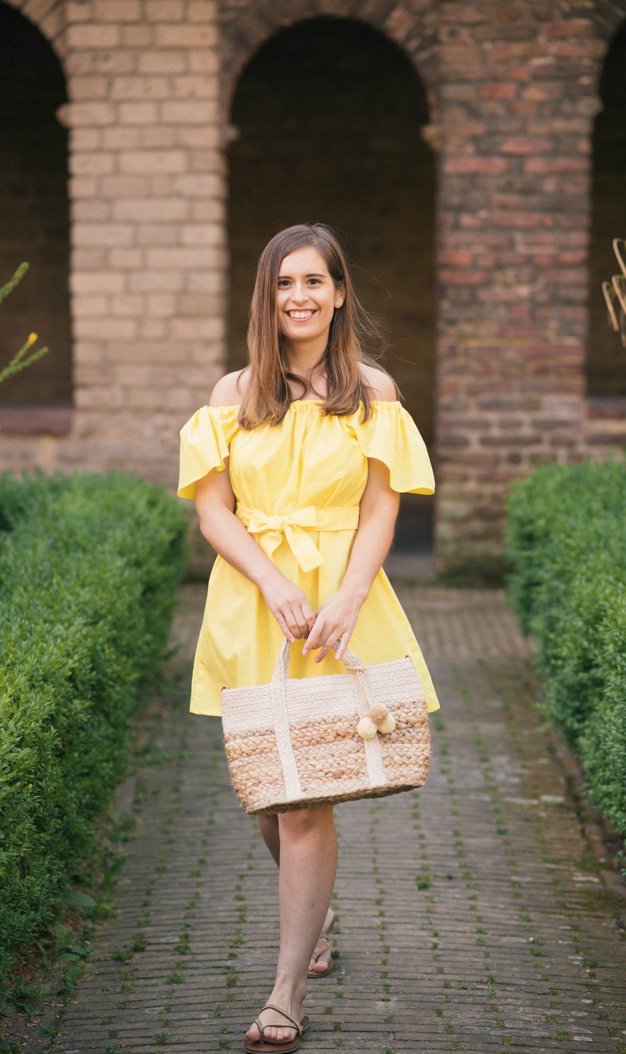 yellow-sundress-what-I-made-thepetitecat-diy-off-the-shoulder-dress